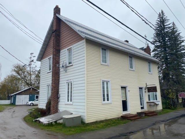 Triplex à vendre à Bryson, Outaouais, 851 - 853, Rue  Principale, 25063121 - Centris.ca