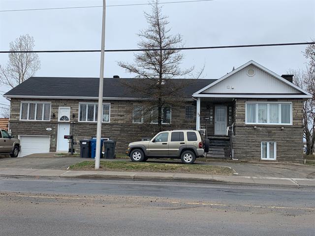 Triplex à vendre à Sept-Îles, Côte-Nord, 99, Rue  Napoléon, 26195566 - Centris.ca