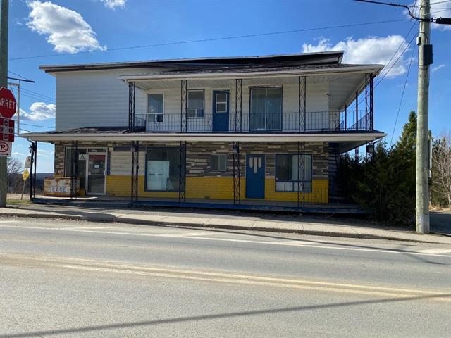 Quadruplex à vendre à Saint-Adrien, Estrie, 1611 - 1611C, Rue  Principale, 26118944 - Centris.ca