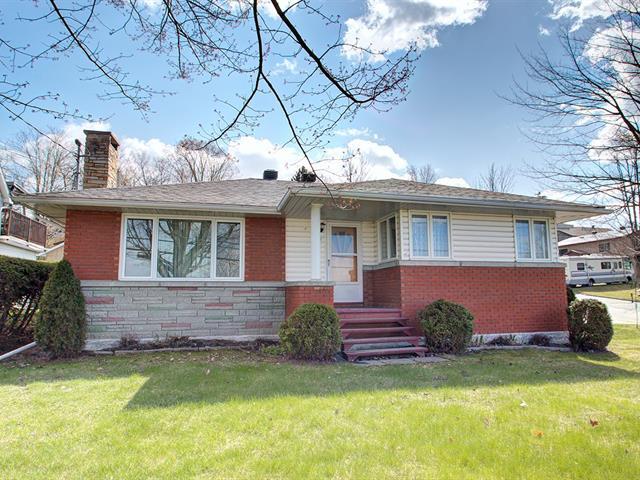 House for sale in Waterville, Estrie, 200, Rue  Gosselin, 17402259 - Centris.ca