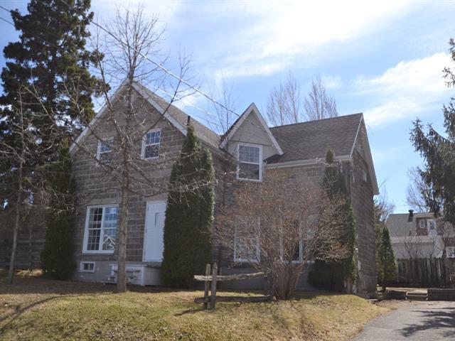 Maison à vendre à Alma, Saguenay/Lac-Saint-Jean, 310, Rue  Scott Ouest, 23799431 - Centris.ca