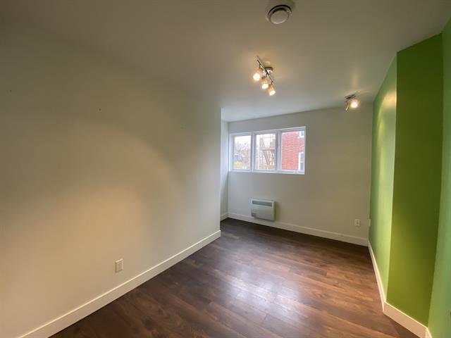 Commercial unit for rent in Sherbrooke (Les Nations), Estrie, 811 - 819, Rue  King Ouest, suite 201, 26592443 - Centris.ca