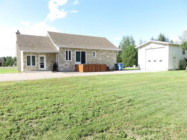Maison à vendre à Saint-Prime, Saguenay/Lac-Saint-Jean, 1304, Rue  Principale, 26679064 - Centris.ca