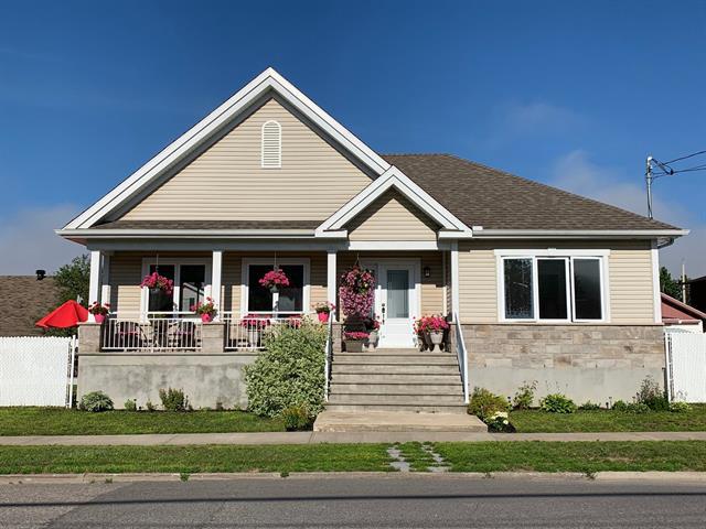 Maison à vendre à La Tuque, Mauricie, 693, Rue  Joffre, 27834468 - Centris.ca