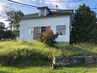 Maison à vendre à Grosses-Roches, Bas-Saint-Laurent, 100, Rue  Saint-Jean, 9017530 - Centris.ca