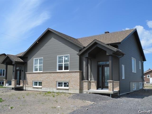 Maison à vendre à Saguenay (Chicoutimi), Saguenay/Lac-Saint-Jean, 9998, Rue  Delisle, 15252849 - Centris.ca