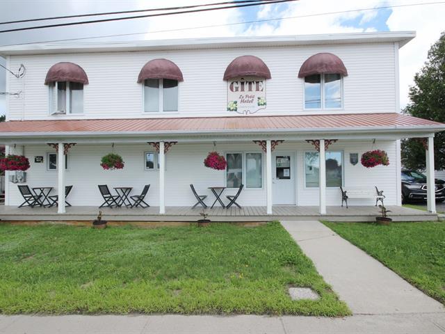 Bâtisse commerciale à vendre à Sainte-Monique (Saguenay/Lac-Saint-Jean), Saguenay/Lac-Saint-Jean, 137, Rue  Saint-Jean, 16213777 - Centris.ca