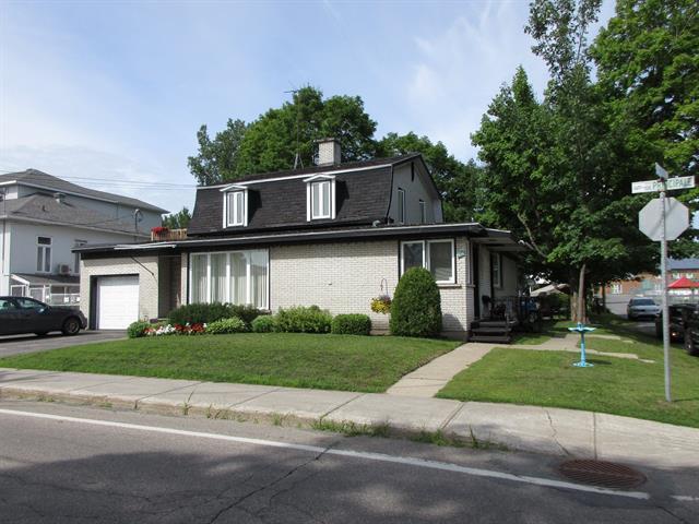 Triplex à vendre à Daveluyville, Centre-du-Québec, 428 - 432A, Rue  Principale, 25259479 - Centris.ca