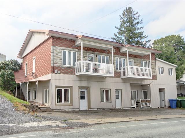 Quadruplex à vendre à Saint-François-Xavier-de-Brompton, Estrie, 143, Rue  Principale, 16893951 - Centris.ca