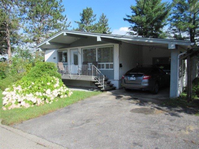 Maison à vendre à Mont-Laurier, Laurentides, 951, Rue  Lalemant, 11989304 - Centris.ca