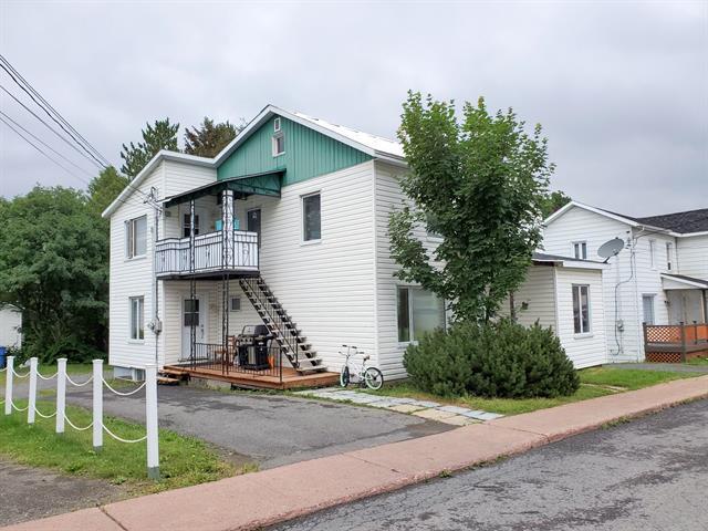 Duplex à vendre à Lac-au-Saumon, Bas-Saint-Laurent, 19 - 21, Rue  Bouillon, 24911458 - Centris.ca