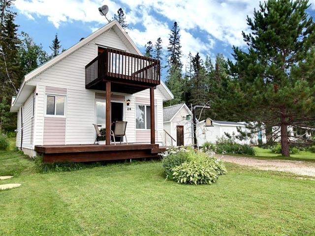 Chalet à vendre à Saint-Stanislas (Saguenay/Lac-Saint-Jean), Saguenay/Lac-Saint-Jean, 24, Chemin  Pilote, 15743832 - Centris.ca