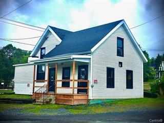 Triplex à vendre à Sutton, Montérégie, 54Z - 54B, Rue  Principale Nord, 23372972 - Centris.ca