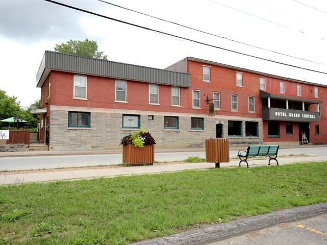 Commercial building for sale in Richmond, Estrie, 45, Rue  Principale Nord, 20536335 - Centris.ca