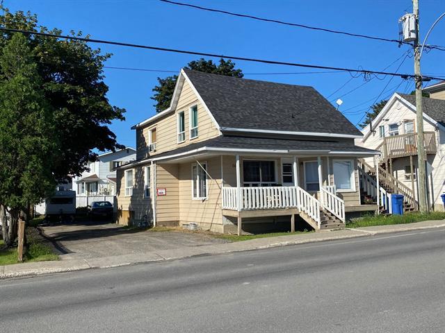 Duplex à vendre à Mont-Joli, Bas-Saint-Laurent, 1650 - 1652, boulevard  Jacques-Cartier, 21185661 - Centris.ca