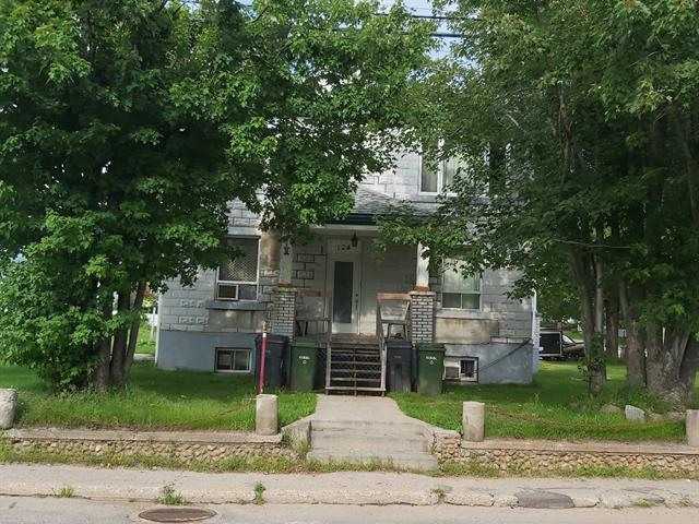 Quadruplex à vendre à Notre-Dame-du-Laus, Laurentides, 124, Rue  Principale, 25232833 - Centris.ca