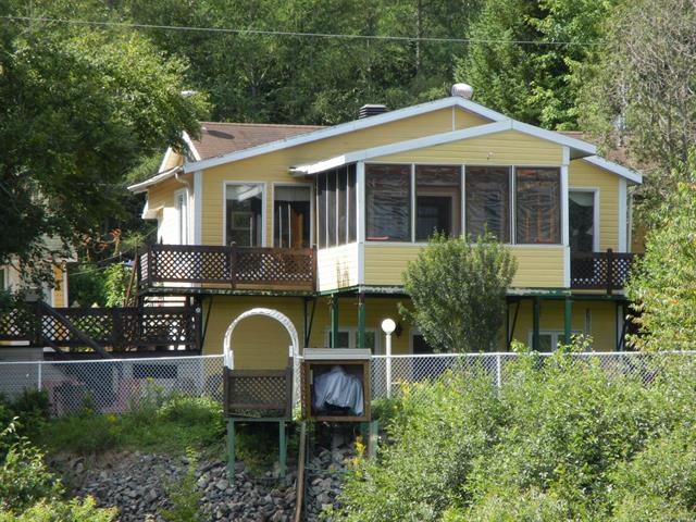 Chalet à vendre à Saint-Adelphe, Mauricie, 1089, Route  352, 18292184 - Centris.ca