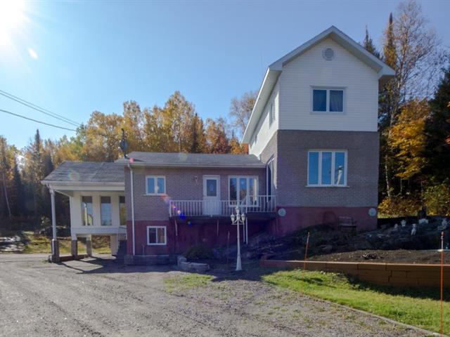 Maison à vendre à Saguenay (Lac-Kénogami), Saguenay/Lac-Saint-Jean, 3243, Chemin de l'Église, 14304627 - Centris.ca