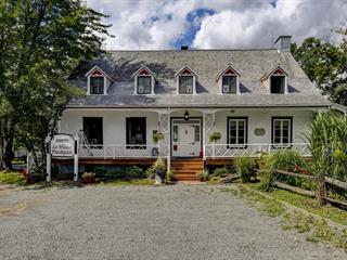 House for sale in Saint-Pierre-de-l'Île-d'Orléans, Capitale-Nationale, 1247, Avenue  Monseigneur-D'Esgly, 21898324 - Centris.ca