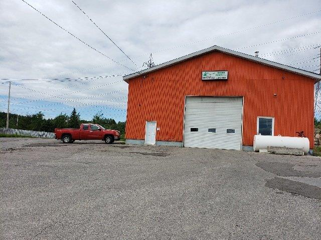 Commercial building for sale in Saguenay (Chicoutimi), Saguenay/Lac-Saint-Jean, 1320, Chemin de la Réserve, 16303453 - Centris.ca