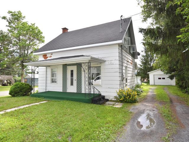 House for sale in Rivière-Bleue, Bas-Saint-Laurent, 28, Rue de l'Église Sud, 19093159 - Centris.ca