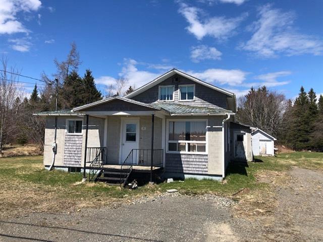 Maison à vendre à Saint-Alphonse, Gaspésie/Îles-de-la-Madeleine, 282, Rue  Principale Est, 11402254 - Centris.ca