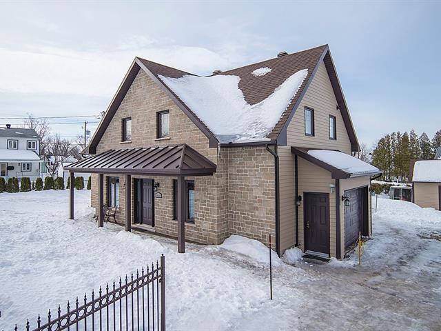 House for sale in Sainte-Pétronille, Capitale-Nationale, 8633, Chemin  Royal, 22561796 - Centris.ca