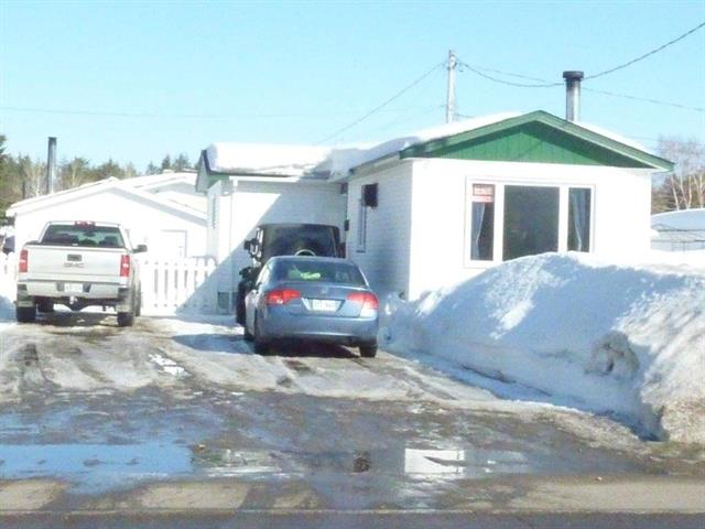Mobile home for sale in Dolbeau-Mistassini, Saguenay/Lac-Saint-Jean, 615, Rue  De Quen, 17899559 - Centris.ca