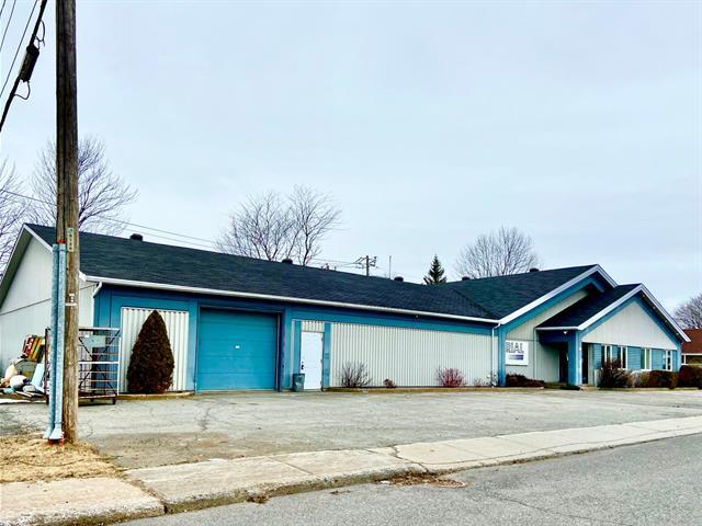 Bâtisse commerciale à vendre à Sorel-Tracy, Montérégie, 2205, Rue  Laprade, 19623753 - Centris.ca