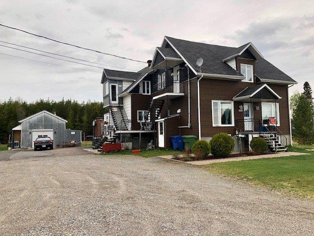 Quadruplex à vendre à Saint-Ambroise, Saguenay/Lac-Saint-Jean, 1536 - 1546, Rang des Chutes, 15118805 - Centris.ca