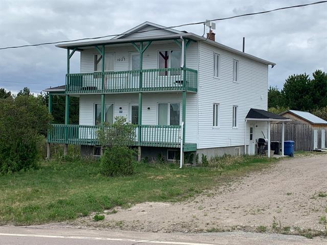 Duplex for sale in Passes-Dangereuses, Saguenay/Lac-Saint-Jean, 1225 - 1227, Rue  Principale, 21502930 - Centris.ca