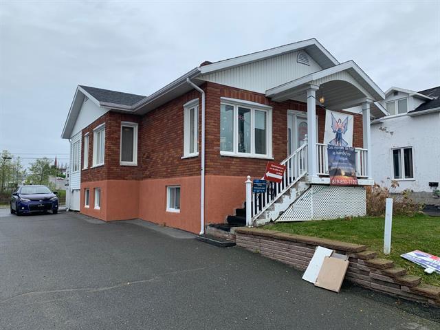 Bâtisse commerciale à vendre à Amos, Abitibi-Témiscamingue, 151, boulevard  Mercier, 27506309 - Centris.ca