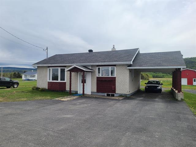 Maison à vendre à Sainte-Madeleine-de-la-Rivière-Madeleine, Gaspésie/Îles-de-la-Madeleine, 176, Route  Principale, 20056930 - Centris.ca
