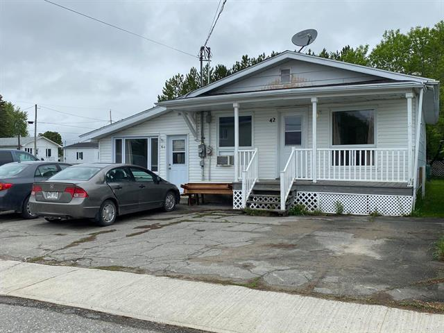 Duplex à vendre à Ville-Marie (Abitibi-Témiscamingue), Abitibi-Témiscamingue, 42 - 42A, Rue  Notre-Dame Nord, 12950612 - Centris.ca
