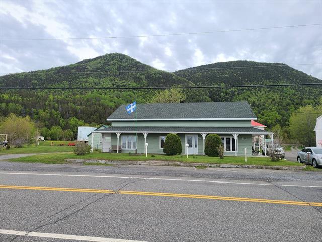 House for sale in Rivière-à-Claude, Gaspésie/Îles-de-la-Madeleine, 630, Rue  Principale Est, 15282327 - Centris.ca