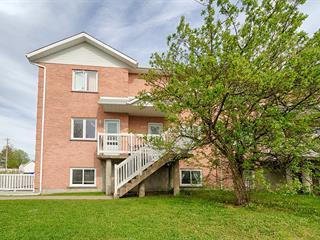 Triplex à vendre à Sainte-Julie, Montérégie, 1049 - 1053, Rue  Desrochers, 28125257 - Centris.ca