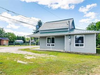 House for sale in Otter Lake, Outaouais, 2, Avenue  Palmer, 14717319 - Centris.ca