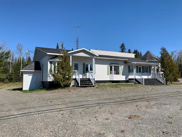 Maison à vendre à Sainte-Félicité (Chaudière-Appalaches), Chaudière-Appalaches, 744 - 744A, Rue  Principale, 16921535 - Centris.ca