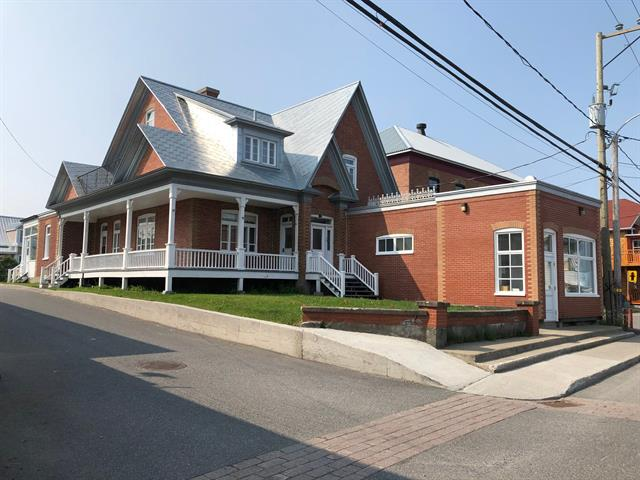 House for sale in Sainte-Anne-des-Monts, Gaspésie/Îles-de-la-Madeleine, 70 - 72, 1re Avenue Ouest, 28005050 - Centris.ca