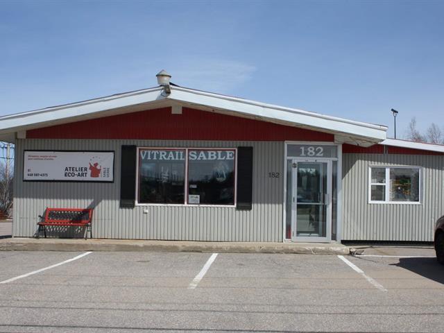 Maison à vendre à Forestville, Côte-Nord, 182, Route  138 Est, 26658321 - Centris.ca