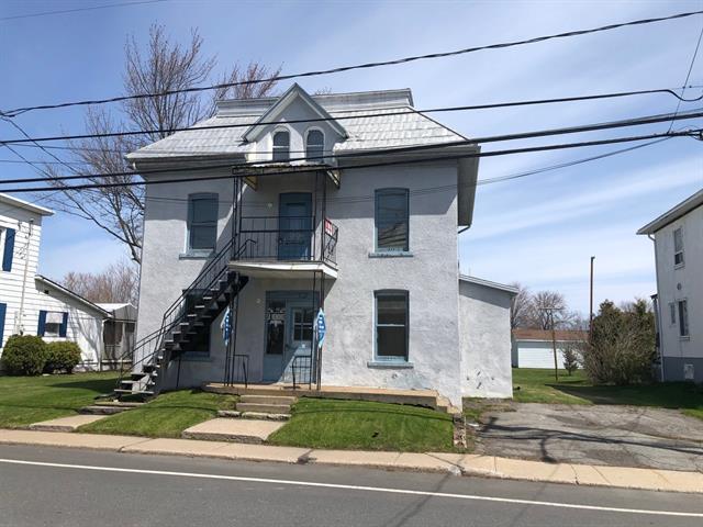 Duplex à vendre à Saint-Robert, Montérégie, 277 - 277A, Rue  Principale, 26625454 - Centris.ca