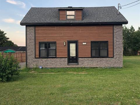 House for sale in Portneuf-sur-Mer, Côte-Nord, 727, Rue  Émond, 10424247 - Centris.ca