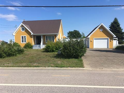 House for sale in Portneuf-sur-Mer, Côte-Nord, 137, Rue  Principale Ouest, 13779451 - Centris.ca