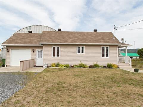 Maison à vendre à Les Méchins, Bas-Saint-Laurent, 106, Rue du Collège, 27845765 - Centris.ca