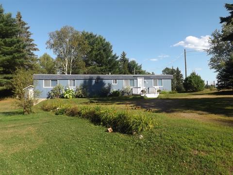 Mobile home for sale in Arundel, Laurentides, 82, Rue du Village, 26679619 - Centris.ca