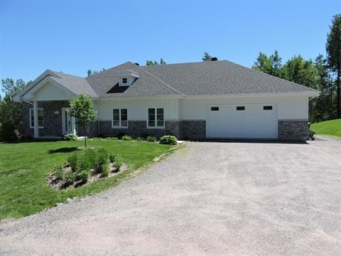 House for sale in Mont-Laurier, Laurentides, 269, Rue de la Colline, 25290560 - Centris.ca