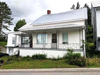 Maison à vendre à Saint-Côme/Linière, Chaudière-Appalaches, 1373, Rue  Principale, 14145783 - Centris.ca