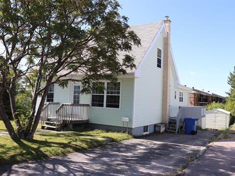 Maison à vendre à Baie-Comeau, Côte-Nord, 61, Avenue  Laurier, 21994327 - Centris.ca