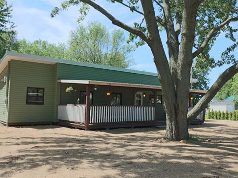 Chalet à vendre à Louiseville, Mauricie, 173, Rang du Lac-Saint-Pierre Ouest, 24714440 - Centris.ca