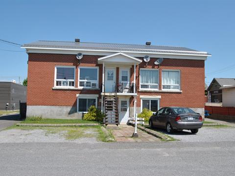 Quadruplex à vendre à Acton Vale, Montérégie, 1344 - 1350, Rue  Bouvier, 23808447 - Centris.ca